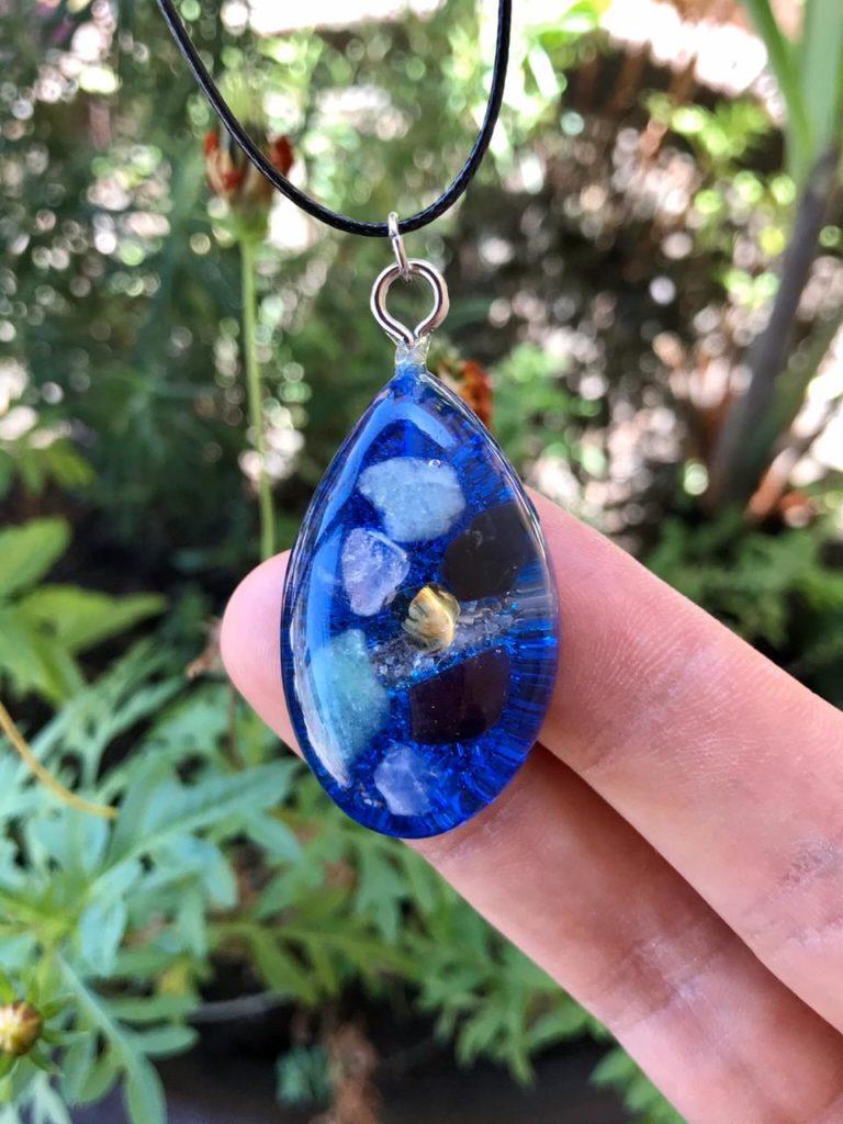 pingente orgonite azul