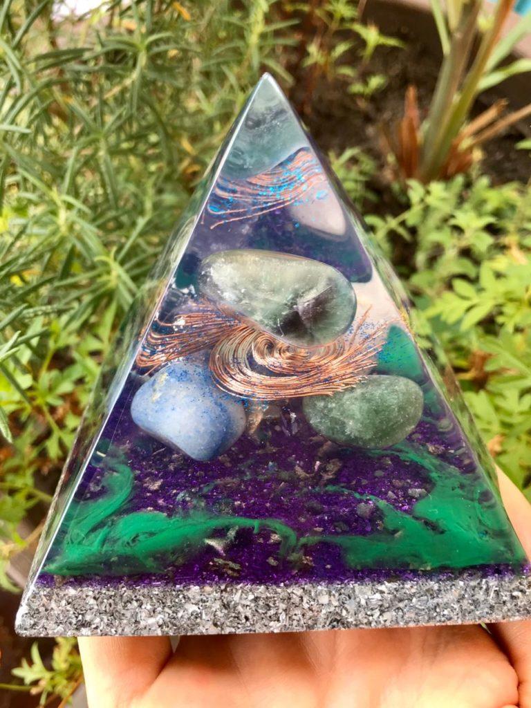 piramide orgonite fluorita
