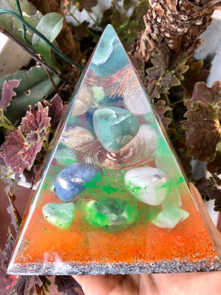 piramide orgonite laranja1